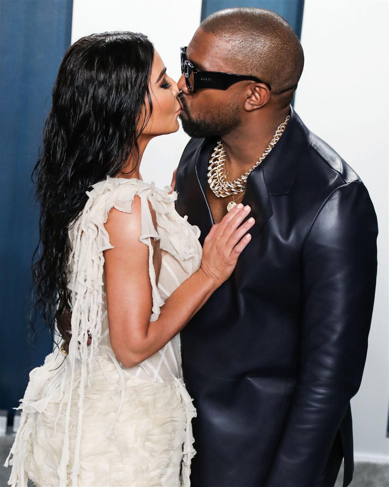 Kim Kardashian Kissing Kanye West