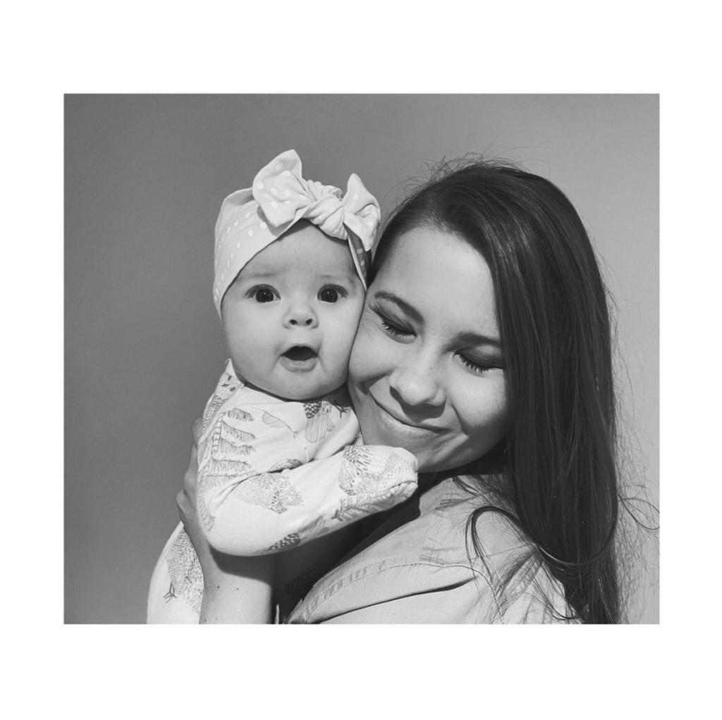 Bindi Irwin hugging her daughter
