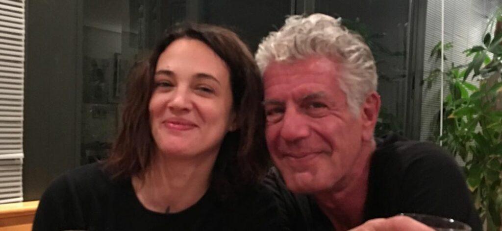 Asia Argento and Anthony Bourdain enjoy dinner.