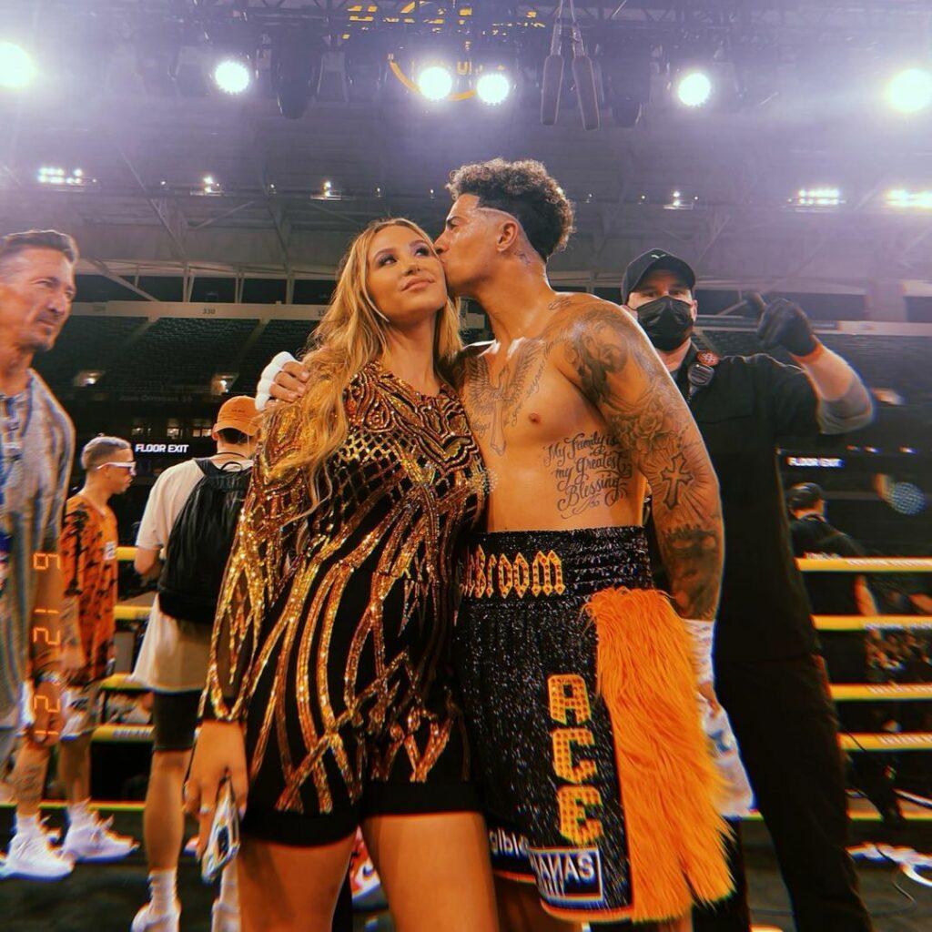 Austin McBroom and wife kissing