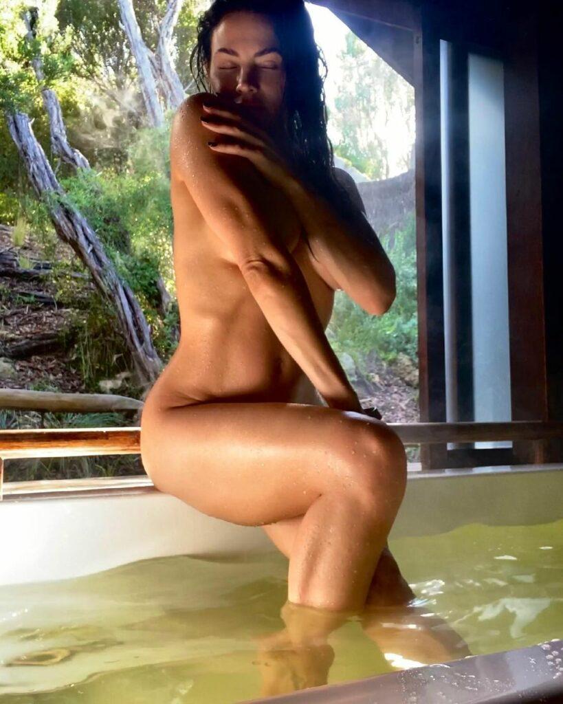 Jenna Dewan fully nude in bath