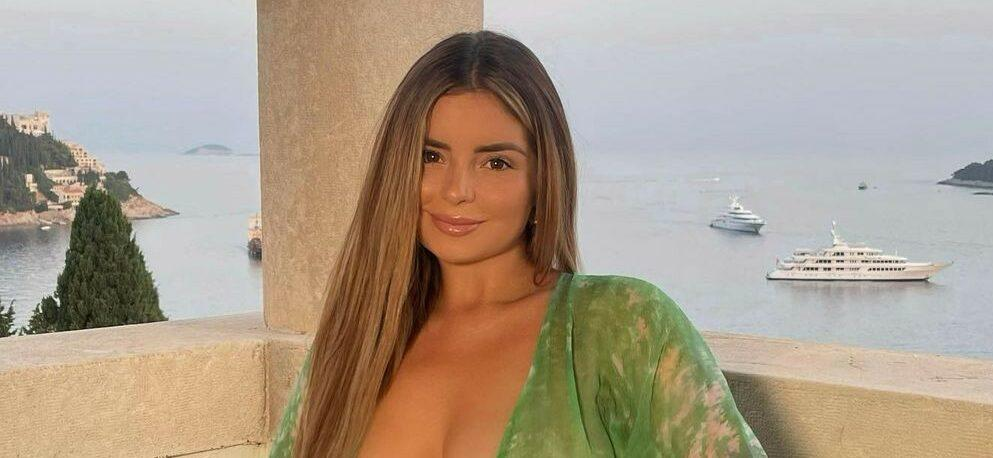 Demi Rose Flaunts Ample Cleavage & Perky Backside During Luxurious Italian Vacation