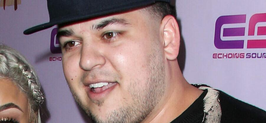 Rob Kardashian Shares Too-Cute Pic Of Daughter Dream Buried In The Sand!