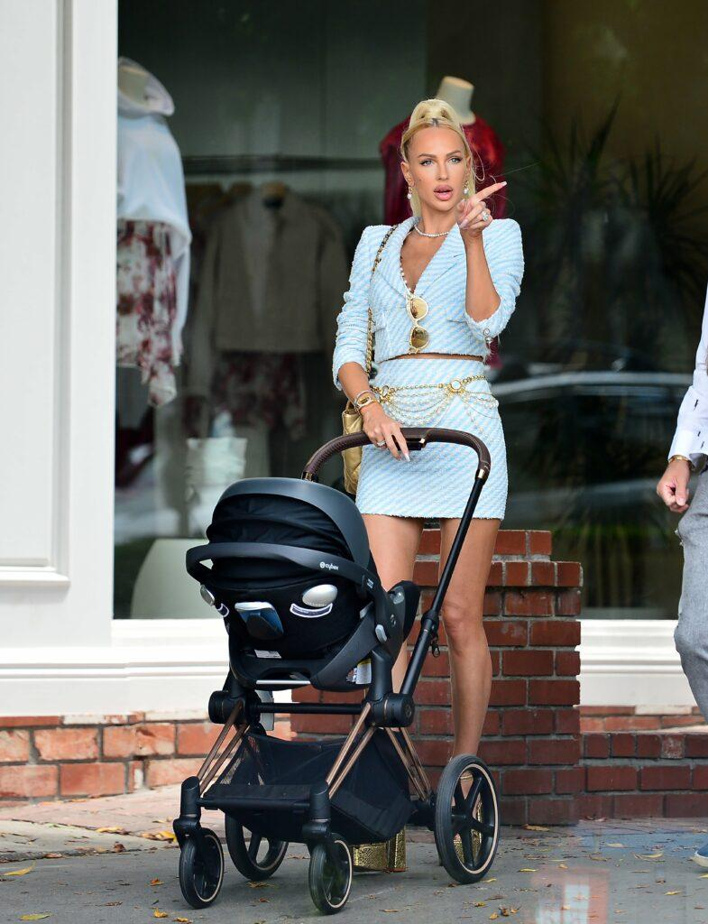 A glammed up Christine Quinn shoots scenes for Selling Sunset with her family!