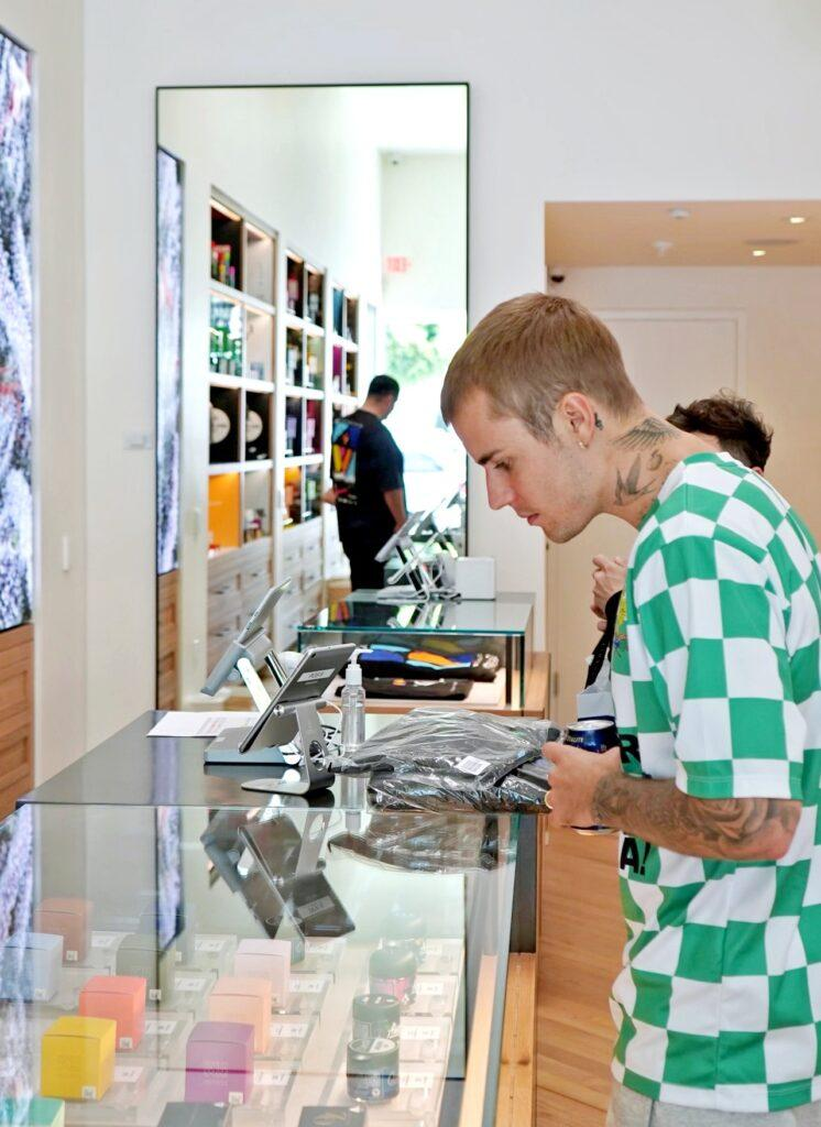 Justin Bieber at a weed dispencary