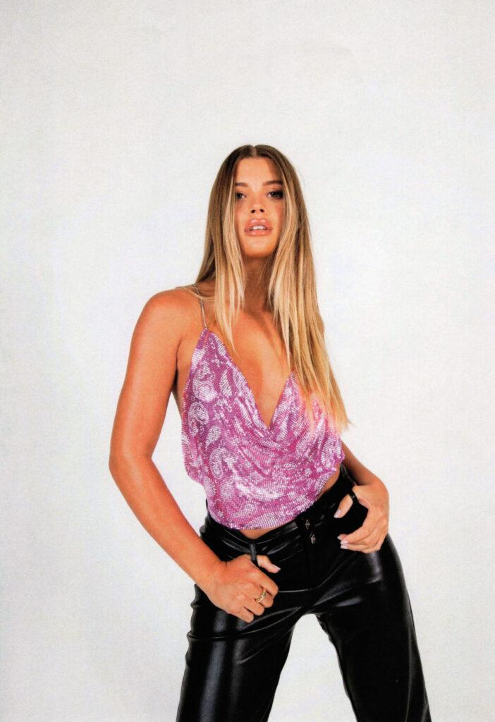 Sofia Richie chain link top