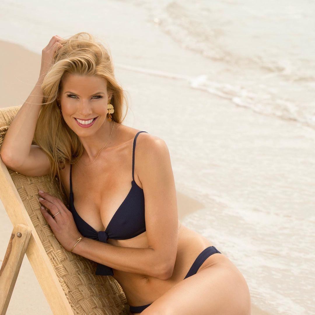 Howard Stern's Wife Stuns In Patriotic Bikini