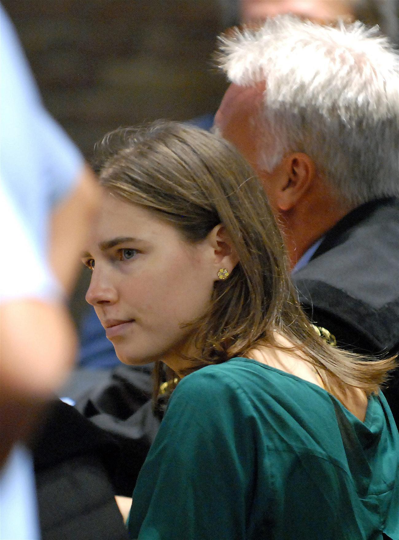 FILE Amanda Knox Writes About Her Italian Prison Romance