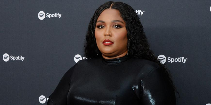 Lizzo Hilariously Claps Back At Big Girl Stagediving Rumor, Shows Great Example