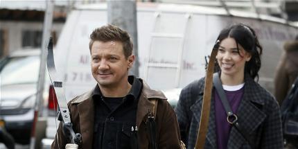 Jeremy Renner Served As Mentor To Hailee Steinfeld on 'Hawkeye' Set