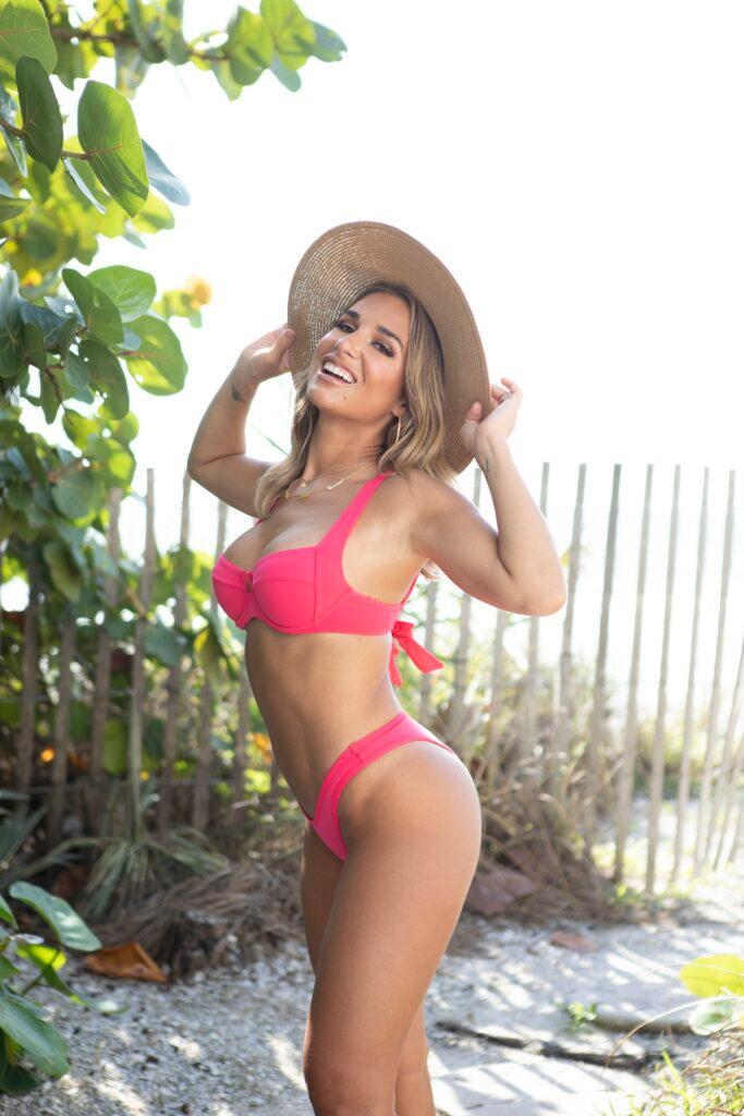 Mom-of-three Jessie James Decker shows off her incredible figure in pink bikini