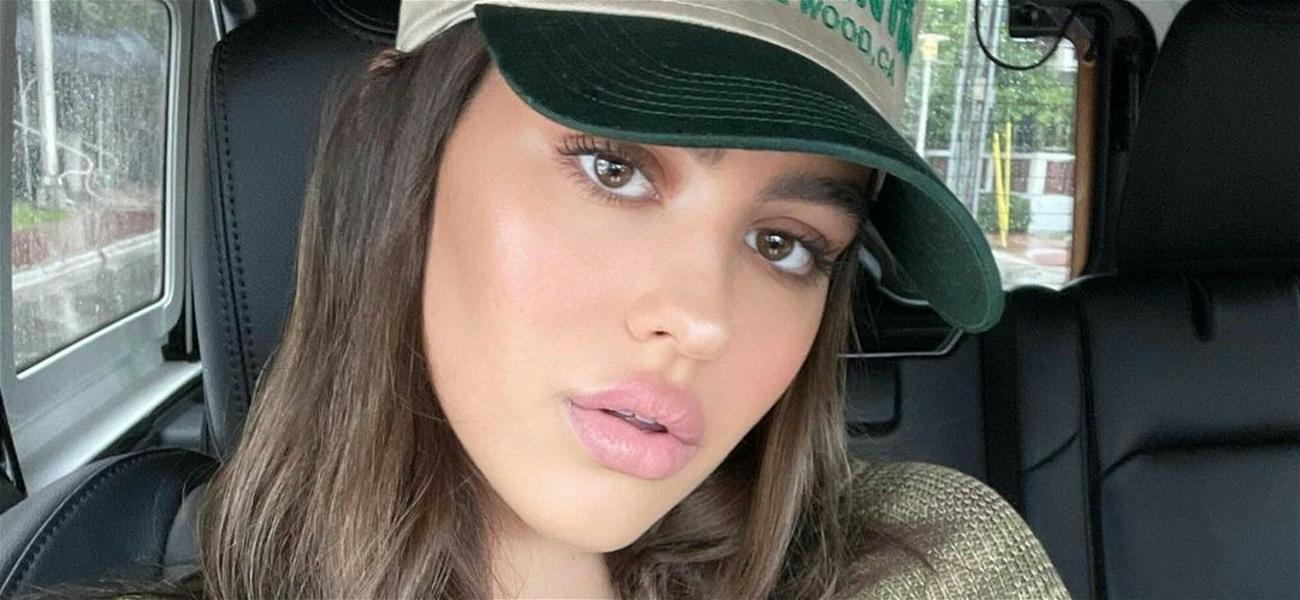 Amelia Hamlin Enjoys New York City In A Revealing Tie-Front Top Without Scott Disick