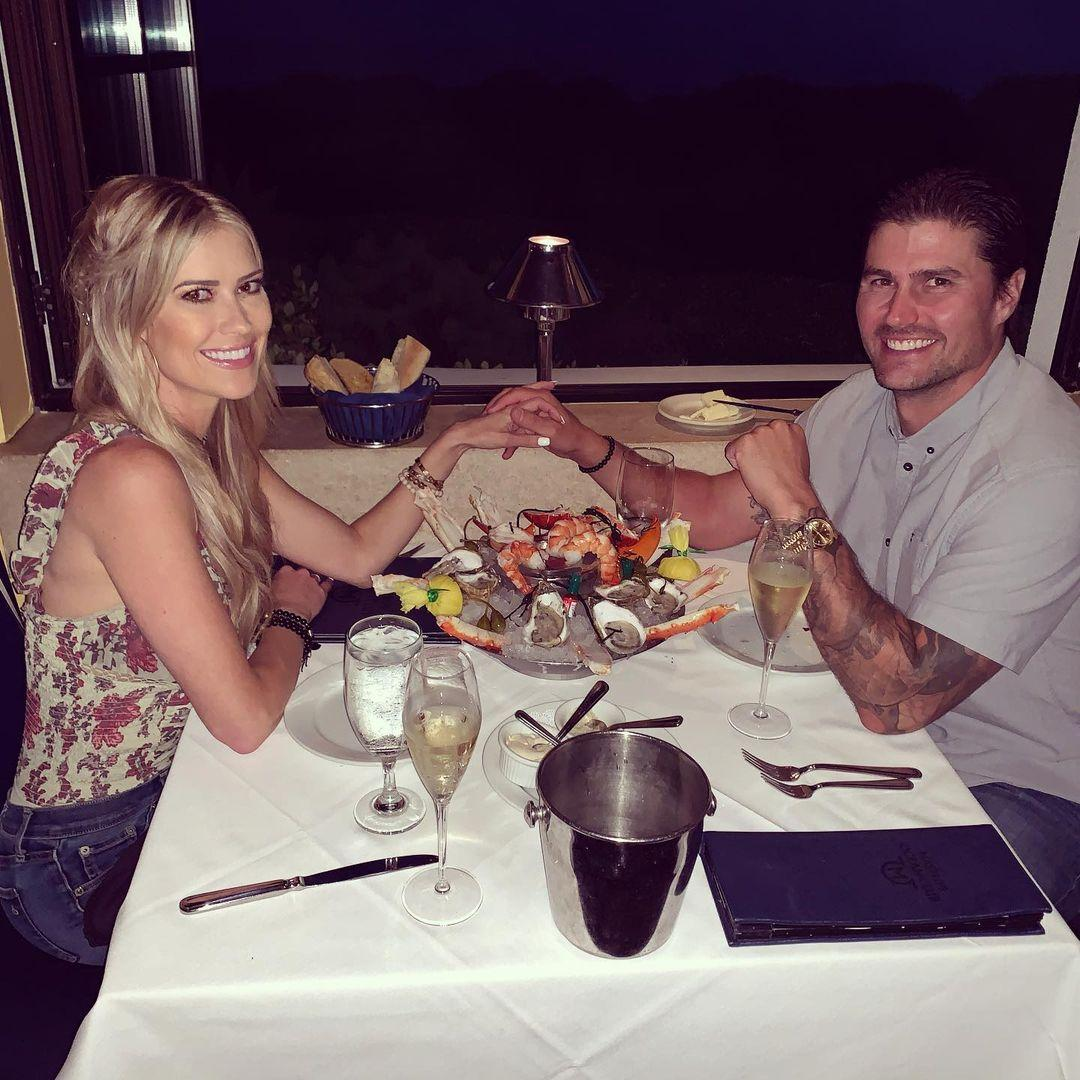 'Flip Or Flop' Star Christina Haack Is Engaged?! Spotted With New Ring!