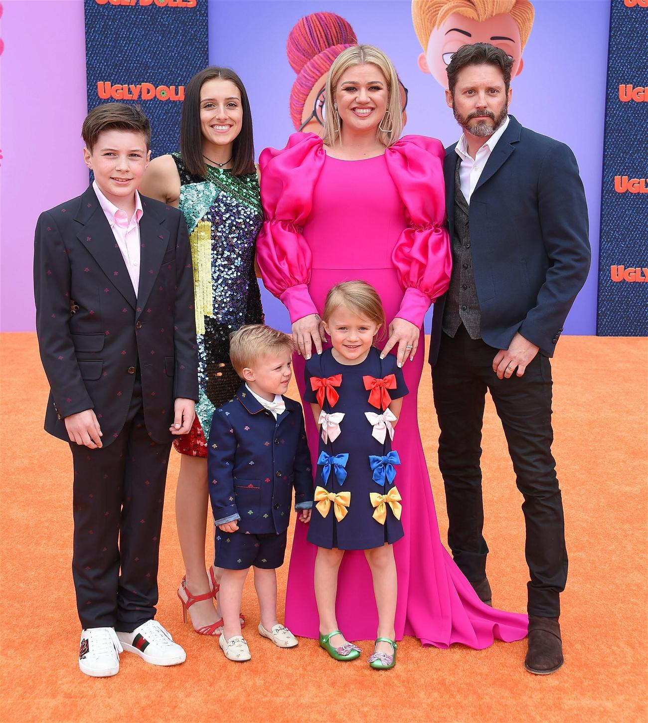 Kelly Clarkson Files To Restore Her Famous Name In Ongoing Divorce