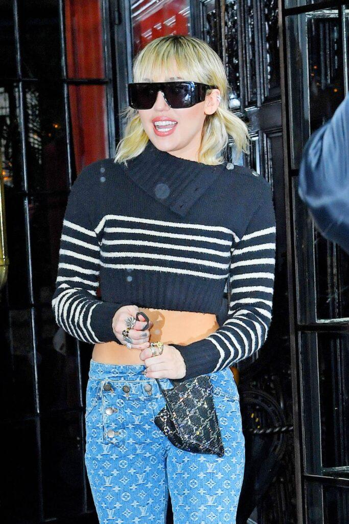 Miley Cyrus leaving her NYC hotel