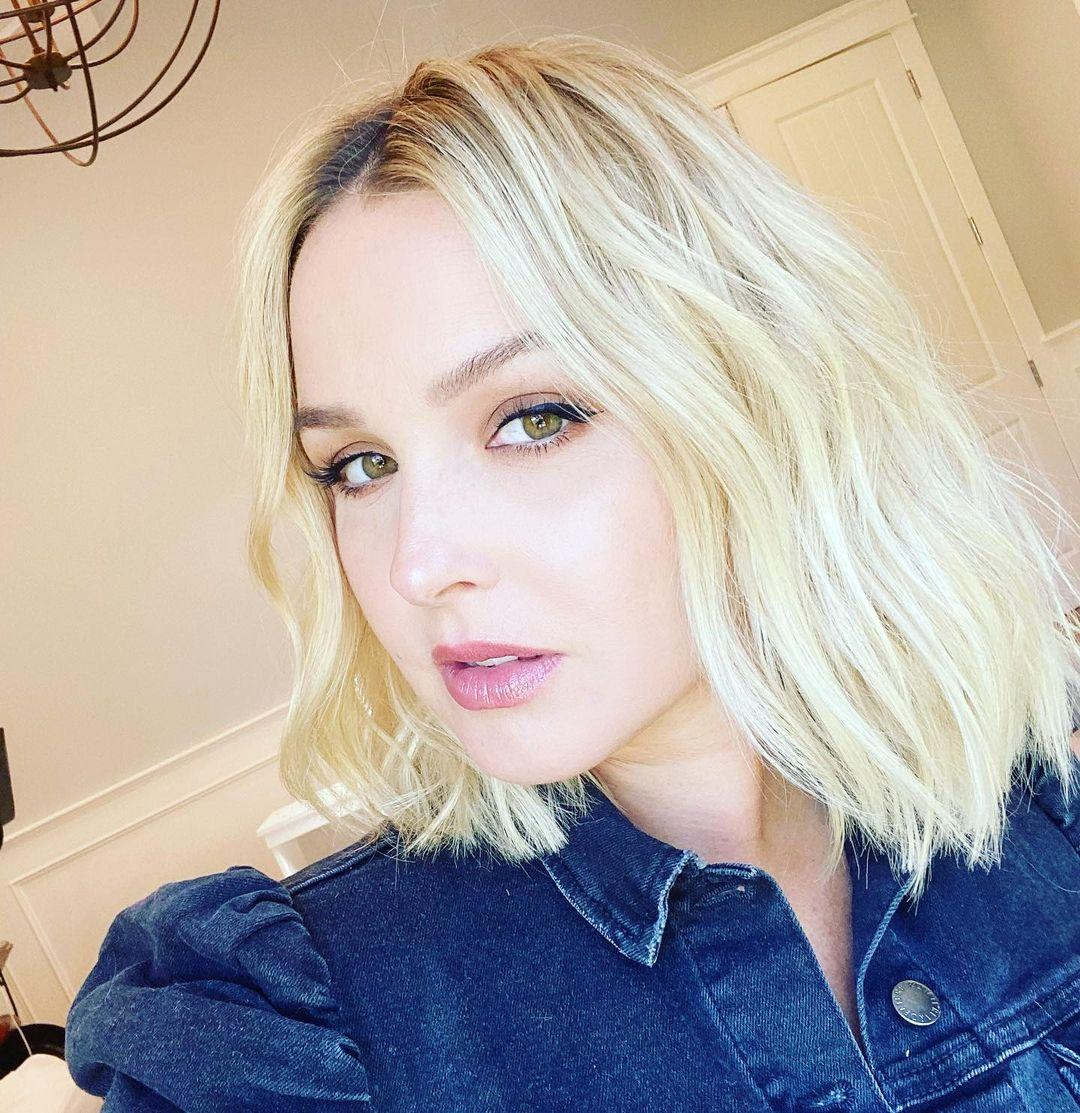 A photo showing Camilla Luddington showing off her incredible blonde hairstyle in a selfie.