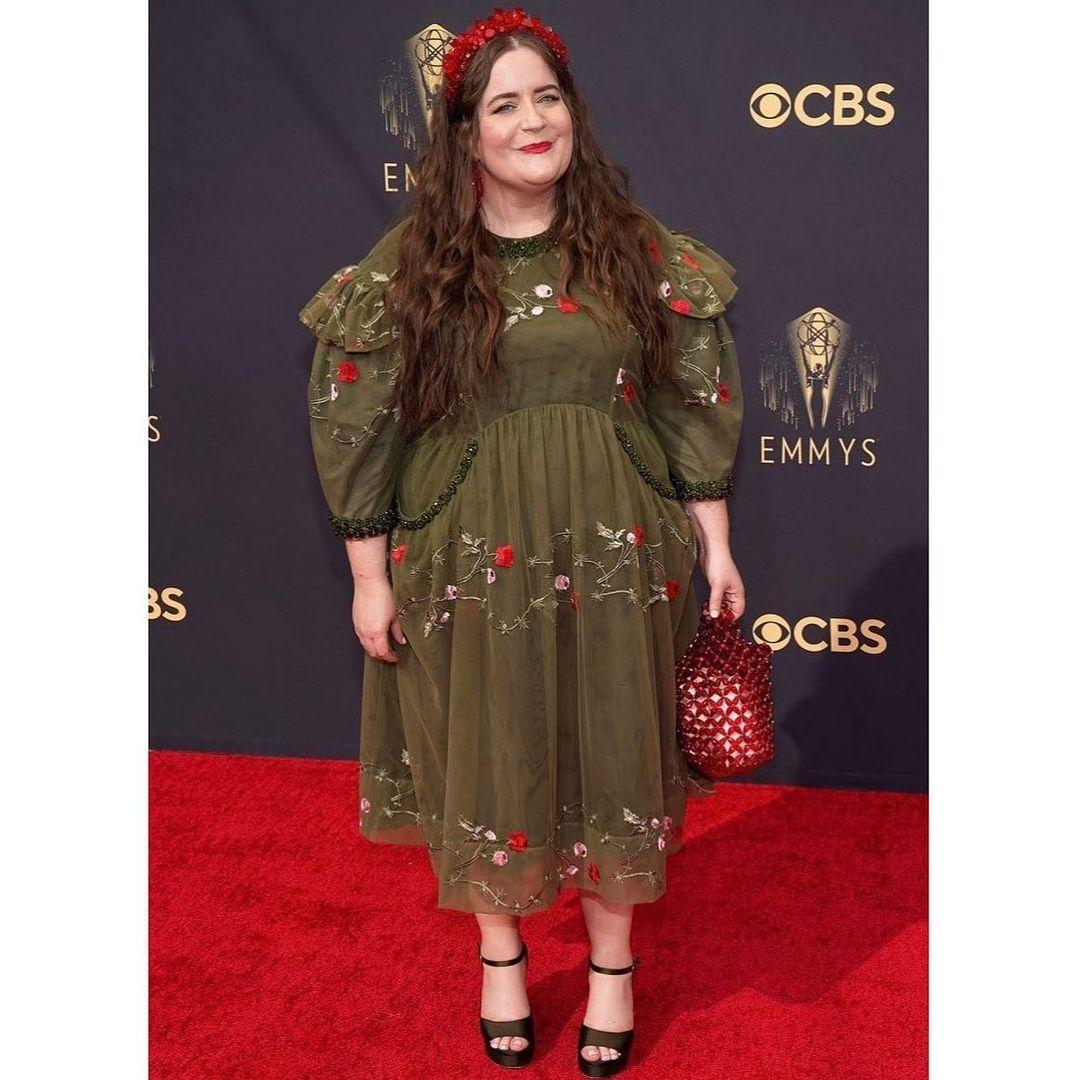 A photo showing Aidy Bryant in a green puff sleeve dress at the Emmy Awards.