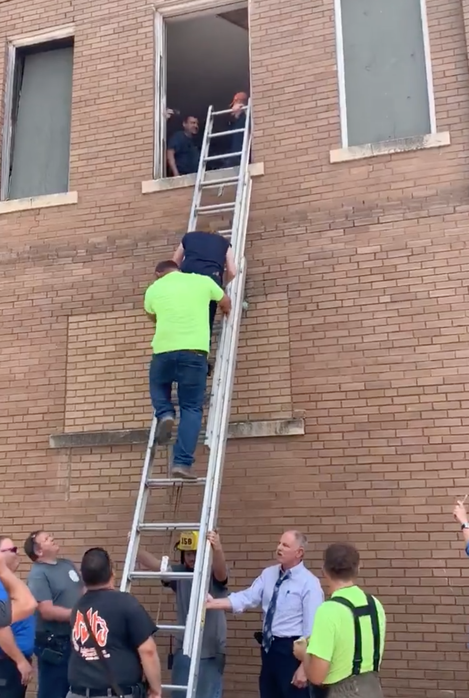 Reba McEntire Rescued From Collapsing Building By Oklahoma Fire Department