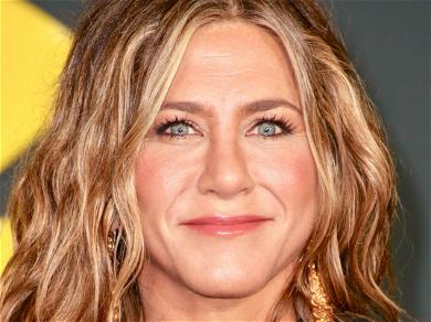 Jennifer Aniston Dishes On David Schwimmer Hookup Rumors During 'Friends'