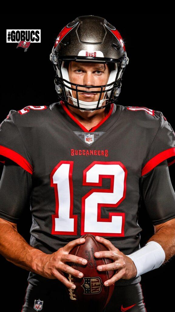 Tom Brady sports Tampa Bay Buccaneers kit for first time