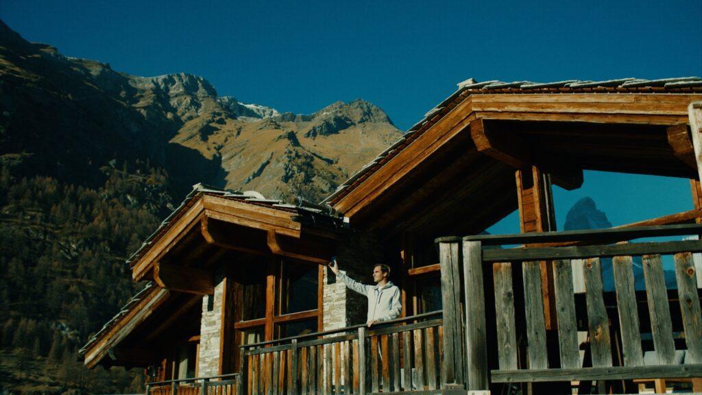 Robert De Niro rejects Roger Federer in Swiss tourism film