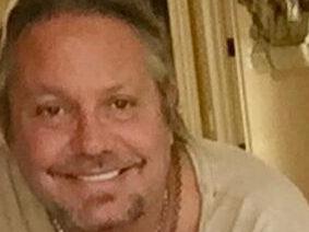 Mötley Crüe Singer Vince Neil Hospitalized With Broken Ribs After Falling Off Stage