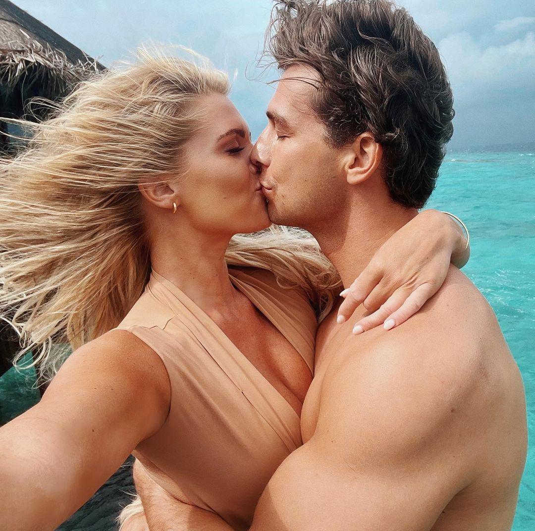 A beautiful photo showing Madison LeCroy and Brett kissing on a see-ride