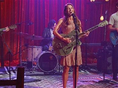 Country Star Caroline Jones Goes LIVE During Appearance On 'The Bachelorette'