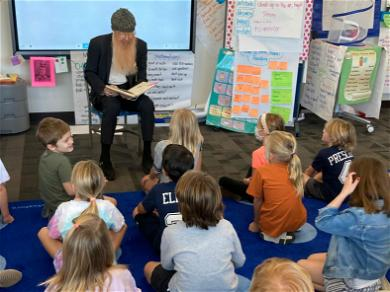 'ZZ Top' Star Billy Gibbons Makes Surprise Appearance In 2nd Grade Classroom!