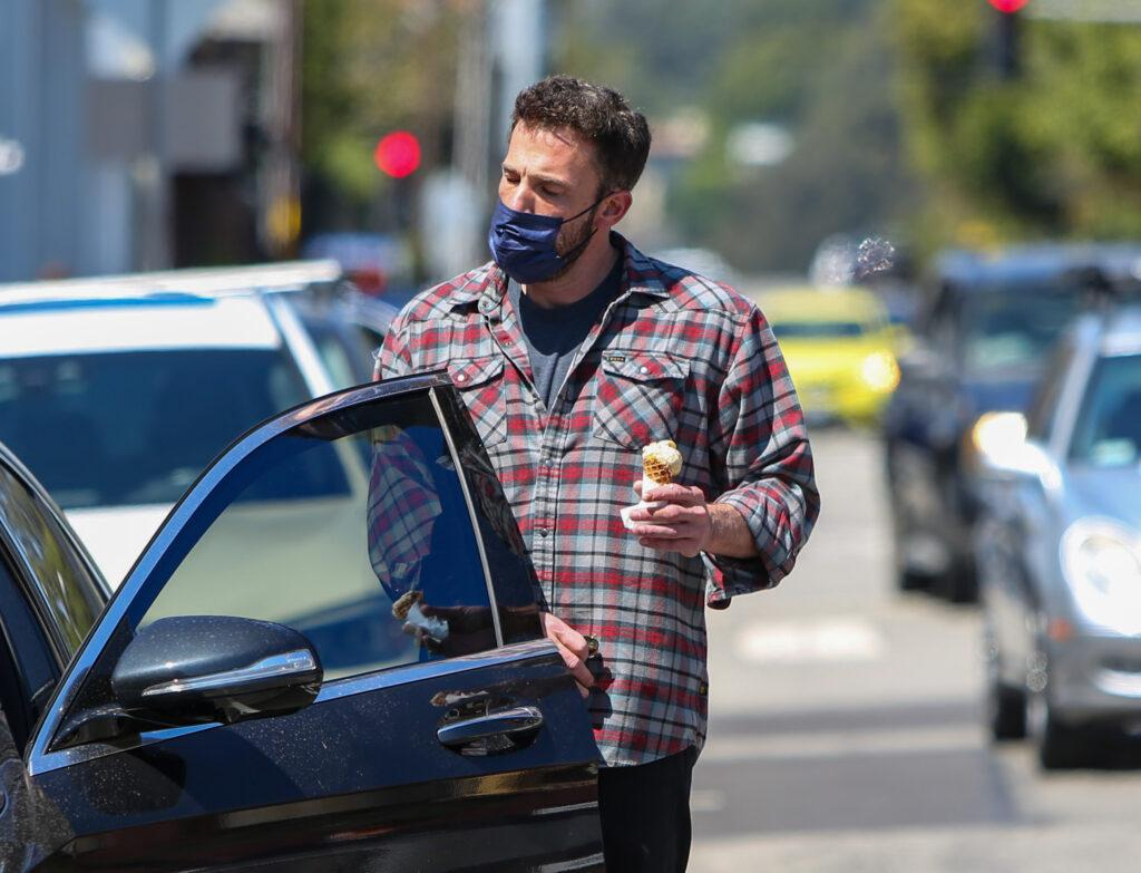 Ben Affleck is seen getting ice cream with Violet and Seraphina Affleck in Los Angeles California