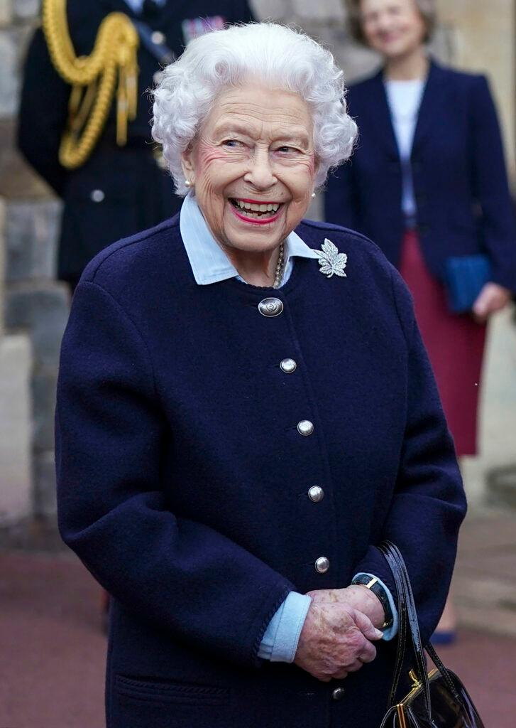 The Queen meets members of the Royal Regiment of Canadian Artillery